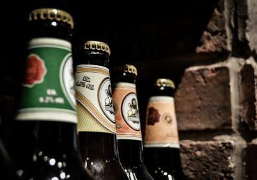 Sprzedaż alkoholu przez Internet nadal nielegalna. Ministerstwo Zdrowia: Istotnym faktem jest możliwość wystąpienia nadużyć