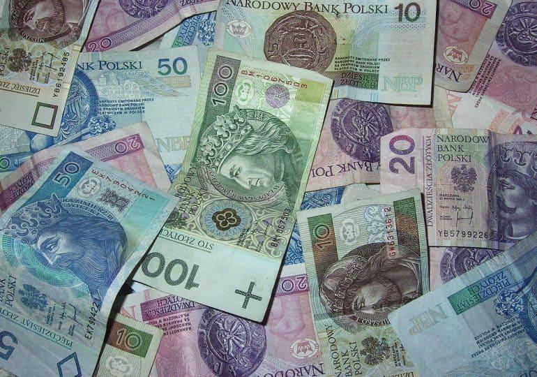 Rząd przygotował pomoc dla poszkodowanych branż. Przeznaczy na ten cel prawie 2 mld złotych