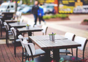 Gastronomia topnieje w oczach. Prawie 200 tysięcy pracowników straciło pracę lub zmieniło branżę