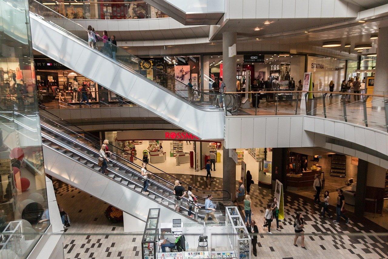 Polacy chcą uwolnienia niedzielnego handlu. Czasowe zniesienie zakazu handlu popiera 60% znas