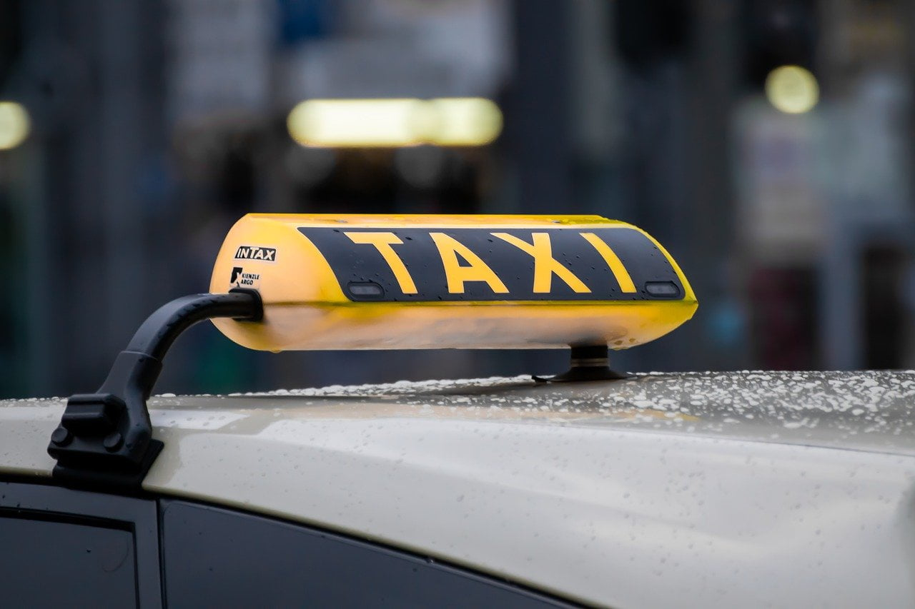Przewóz osób spadł o70%. Taksówkarze liczą straty