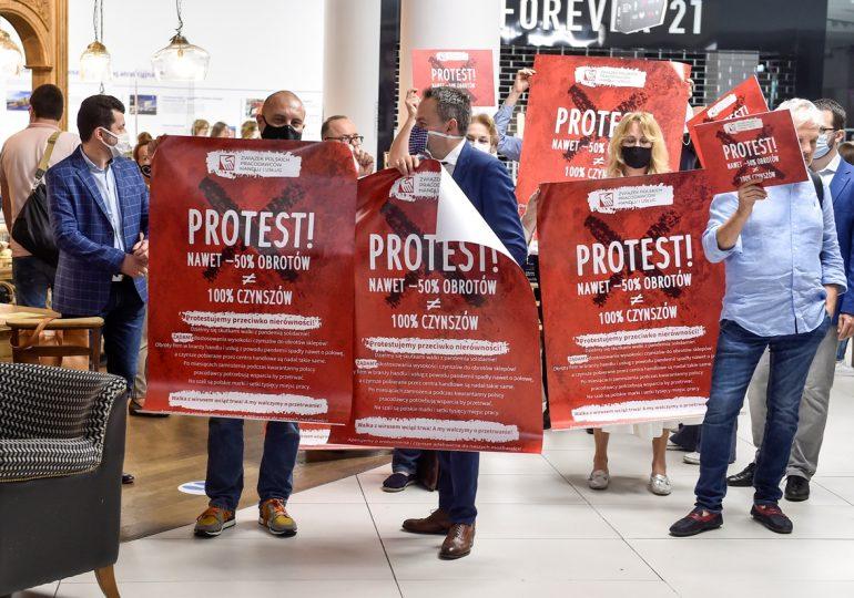 """Firmy handlowe protestowały w Warszawie. """"Pamiętajmy o szerszym kontekście sytuacji z koronawirusem"""""""