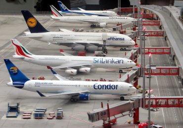 UE nie radzi sobie z przywracaniem ruchu lotniczego. Ratunkiem paszporty szczepionkowe?