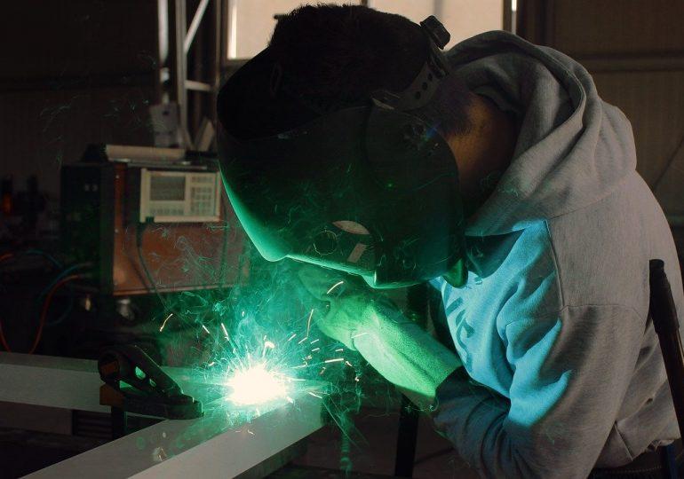 Raport Trenkwalder: Firmy produkcyjne walczą z kryzysem. Co trzecia musiała redukować etaty
