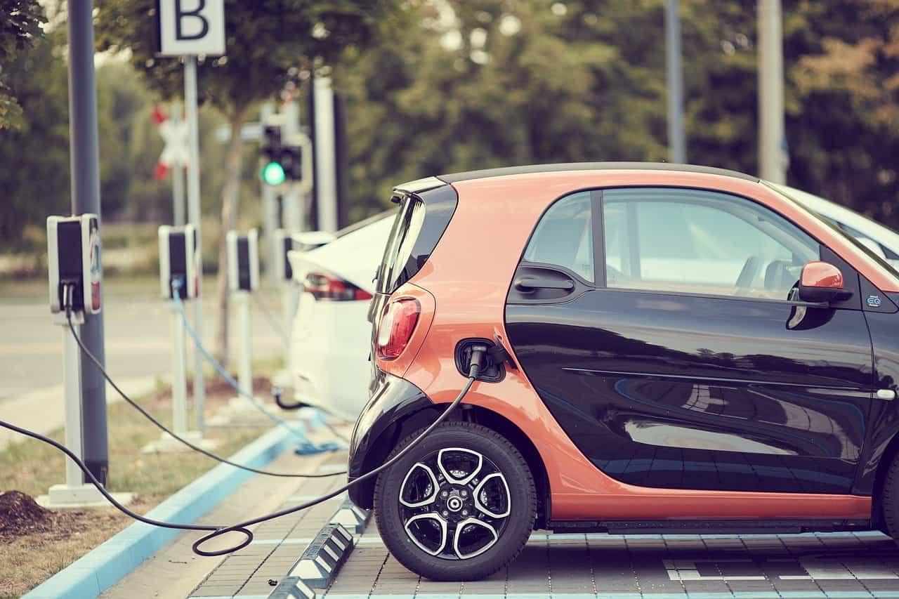 """Baterie grafenowe rozwiążą problem elektromoblilności. """"SuperBattery toprzełom wbranży motoryzacyjnej"""""""