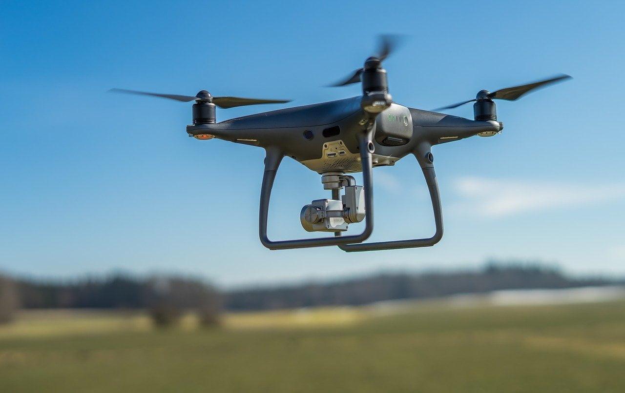 WAnglii powstaje pierwsza podniebna autostrada dla dronów. Ma mieć 8 km długości