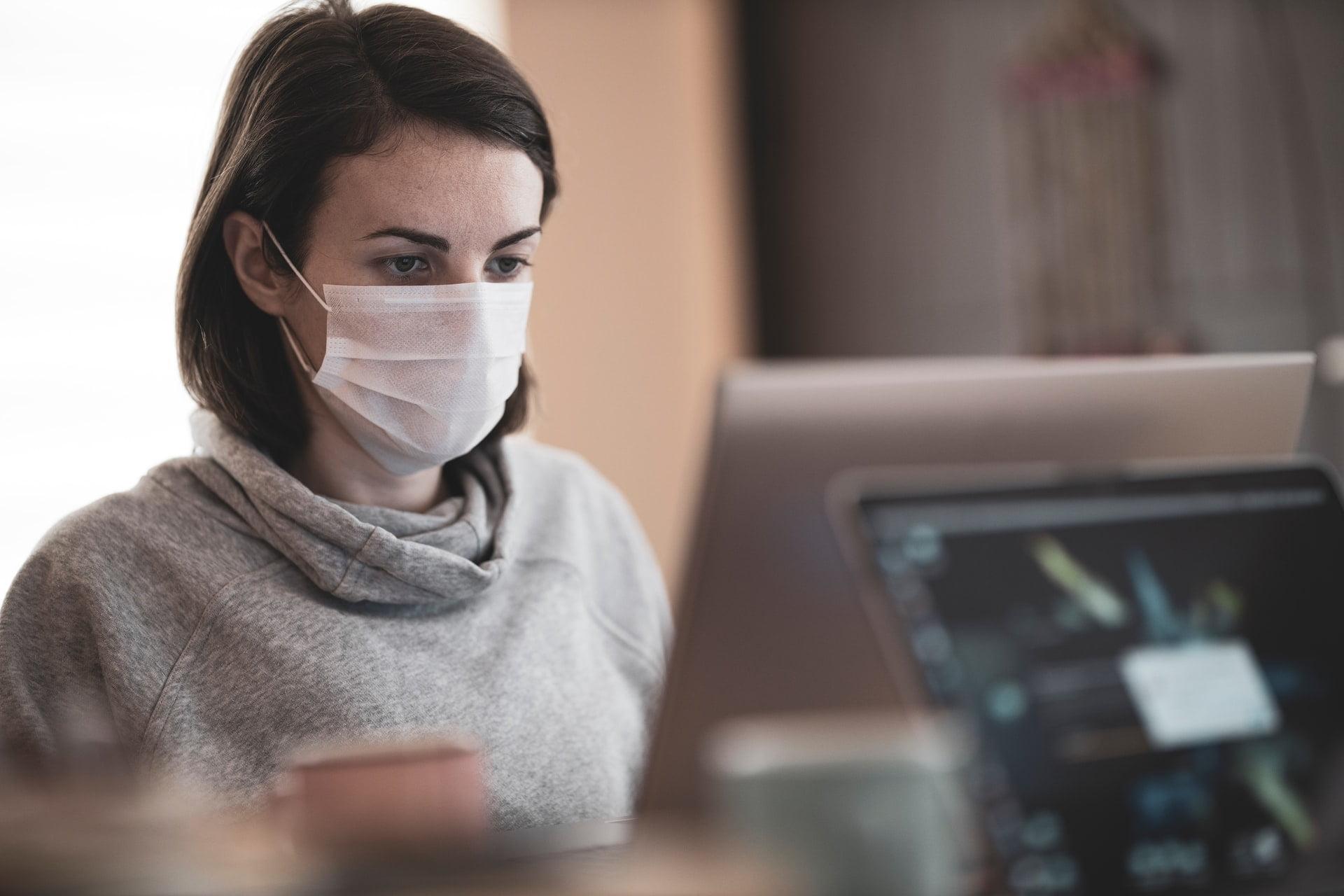 """Pandemia zmienia podejście firm doorganizacji czasu pracy. """"Zmiany zostały wymuszone przezpierwszy lockdown"""""""