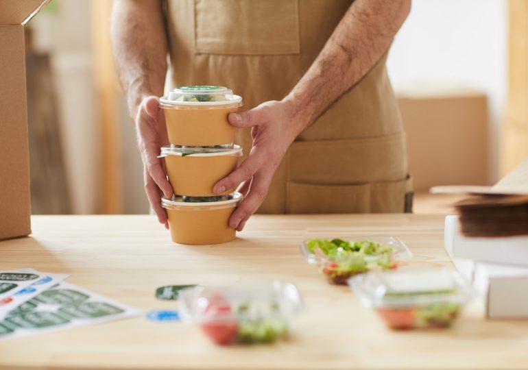 Bezpieczne posiłki w czasie pandemii - jak je zorganizować?