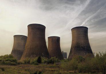 Budowa elektrowni jądrowej obniży ceny prądu dla odbiorców? Wszystko zależy od modelu biznesowego
