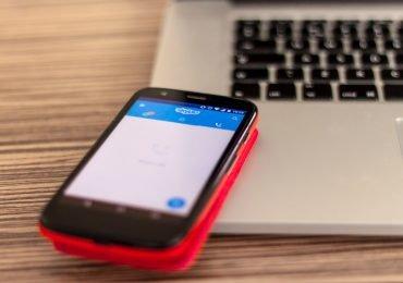 Podatek od smartfonów pogłębi wykluczenie cyfrowe Polaków. Ceny pójdą w górę o kilkaset złotych