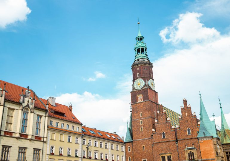 Wrocław zawiesza opłatę za koncesję na alkohol. Skorzysta z niej około 1000 firm
