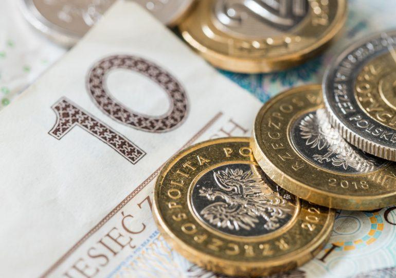 Ponad połowa Polaków oszczędza mniej niż 500 złotych miesięcznie. Tylko 3% ponad 5000 złotych
