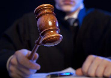 Przedsiębiorcy pozywają Skarb Państwa za lockdown. Sądy czekają z wyrokami na orzeczenie TK