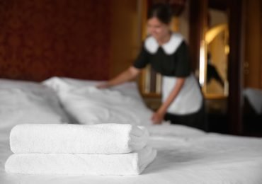 """Hotele wznawiają działalność i liczą na tłumy klientów. """"Zainteresowanie rezerwacjami weekendowymi jest dość spore"""""""