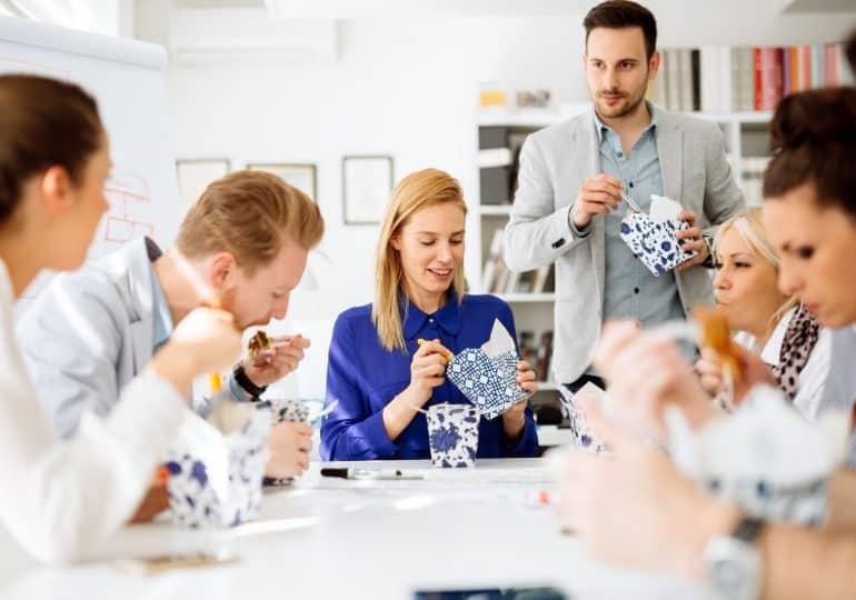 Posiłki w pracy - jak podnieść efektywność pracowników?