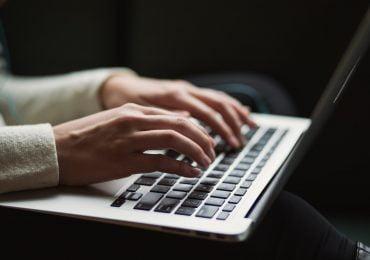 Polacy nie chcą płacić za treści dostępne w Internecie. Uważamy, że media powinny być darmowe