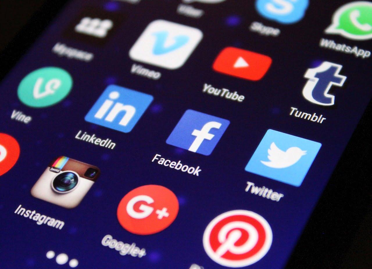 Social media zyskały naznaczeniu przezpandemię. Firmy przekonują się dokomunikacji wInternecie