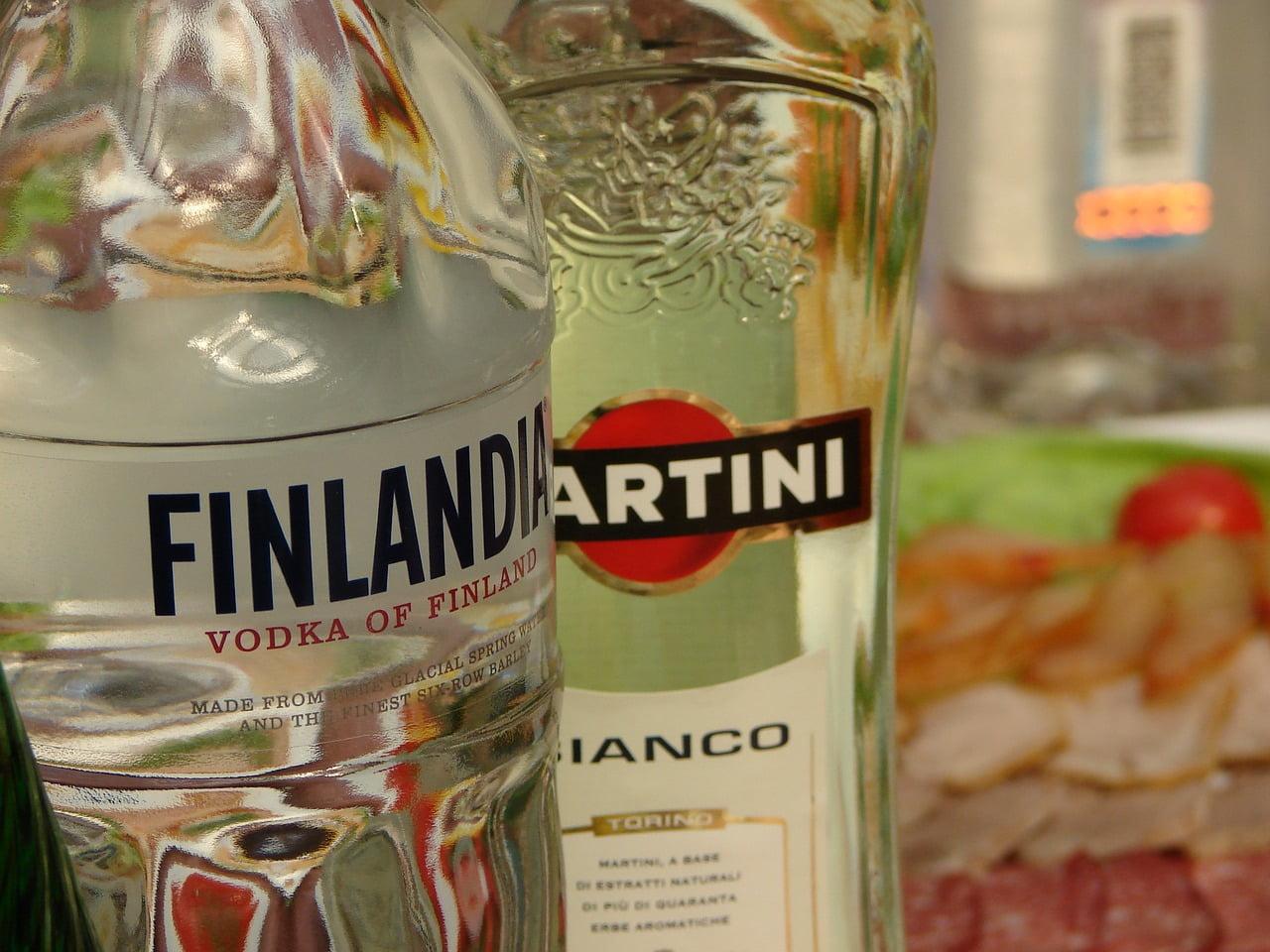Alkohol wciągu roku podrożał średnio aż o8%. Mimo towciąż jest jednym znajtańszych wUE